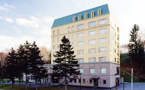 静かな時間が過ぎゆく、美しい自然に囲まれたホテル